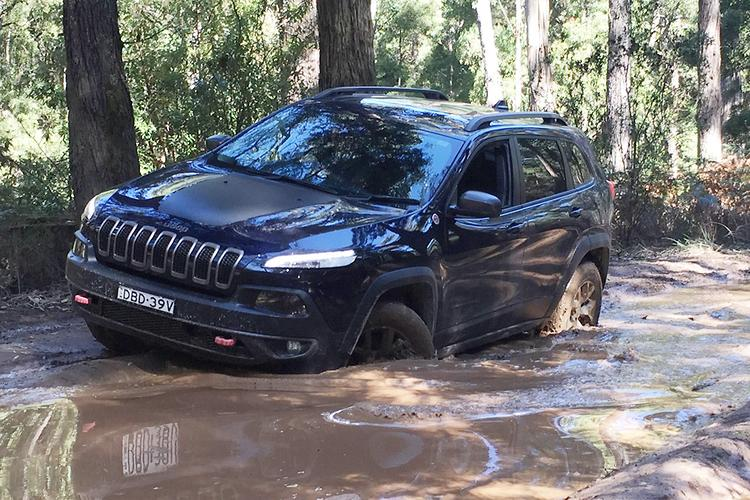 jeep cherokee trailhawk 2016 review. Black Bedroom Furniture Sets. Home Design Ideas