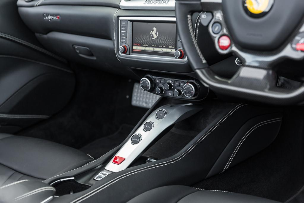 Ferrari california t 2016 review for Ferrari california t interieur