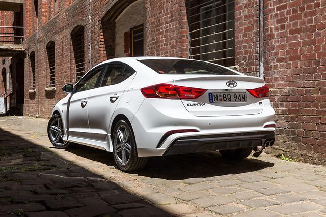 Hyundai Elantra Sr Turbo 2017 Review Motoring Com Au