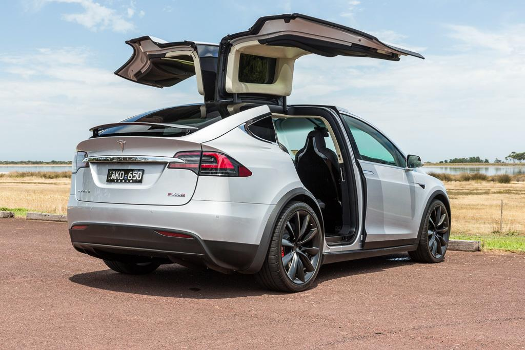 tesla model x 2017 review. Black Bedroom Furniture Sets. Home Design Ideas