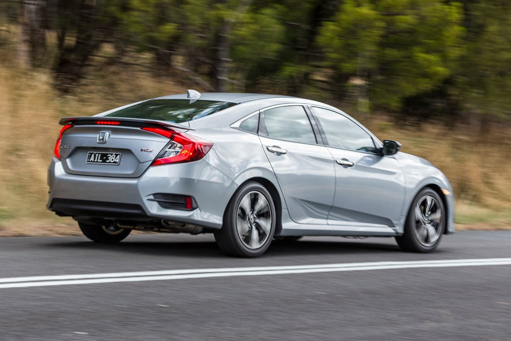 Honda civic rs v hyundai elantra sr turbo 2017 comparison for Honda vs hyundai