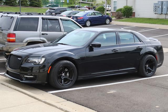spy pics chrysler 300 srt hellcat. Black Bedroom Furniture Sets. Home Design Ideas