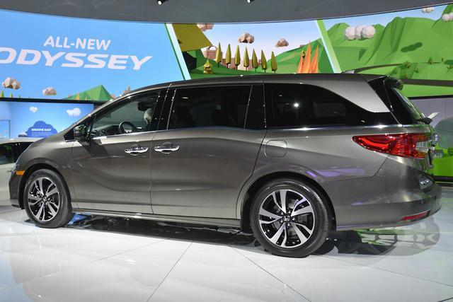Detroit motor show honda unwraps 2018 odyssey motoring for Honda odyssey height