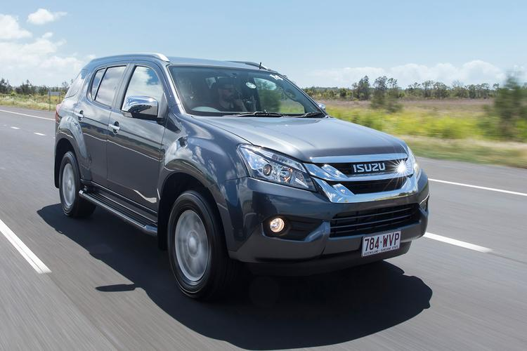 Isuzu DMAX and MUX 2017 Review motoringcomau
