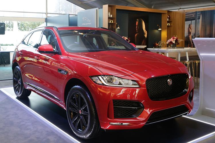 jaguar f pace unveiled in australia. Black Bedroom Furniture Sets. Home Design Ideas