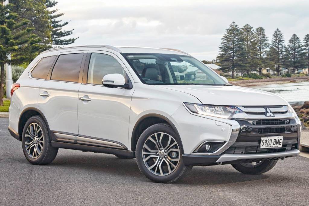 Mitsubishi Outlander 2017 Review - motoring.com.au