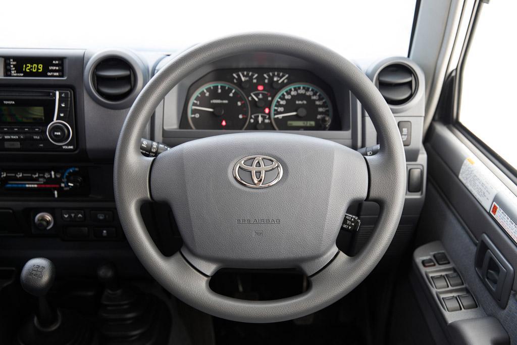 2017 Toyota Land Cruiser Towing Capacity >> Toyota LandCruiser 70 Series 2016 Review - motoring.com.au
