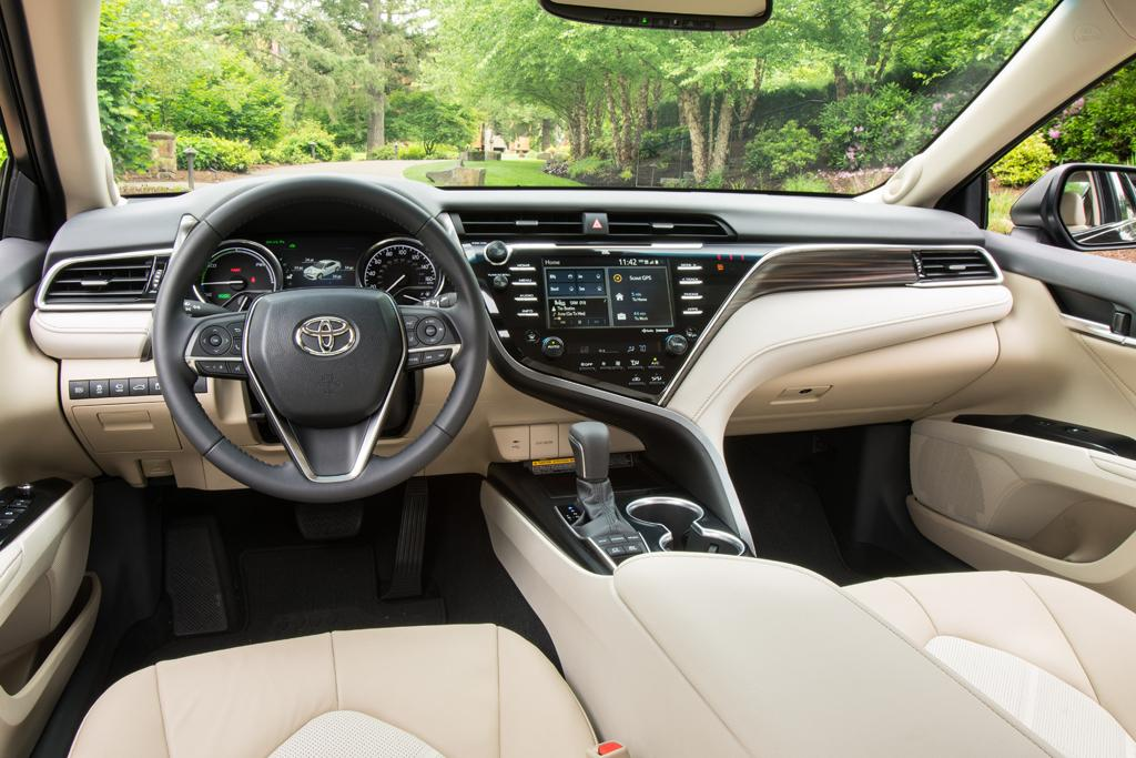 Toyota Camry shifts up a gear - motoring.com.au