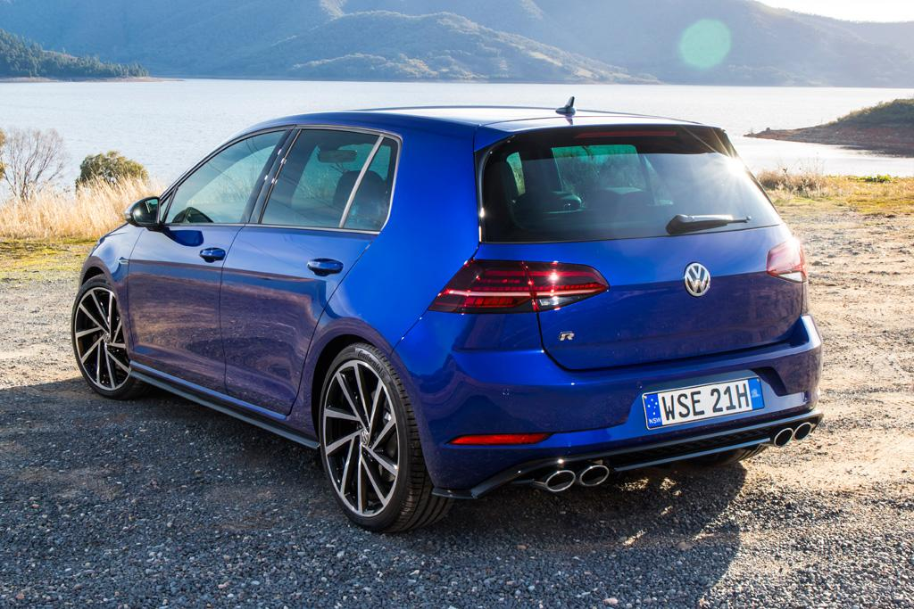 volkswagen golf r 2017 review. Black Bedroom Furniture Sets. Home Design Ideas
