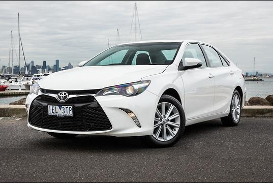 toyota camry 2015 review. Black Bedroom Furniture Sets. Home Design Ideas